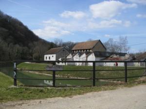 Ruines au bord du Doubs à Thoraise