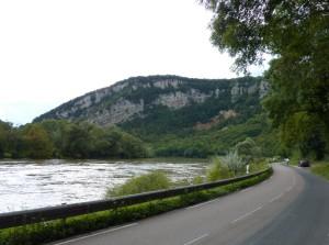 Doubs et falaise près de Deluz